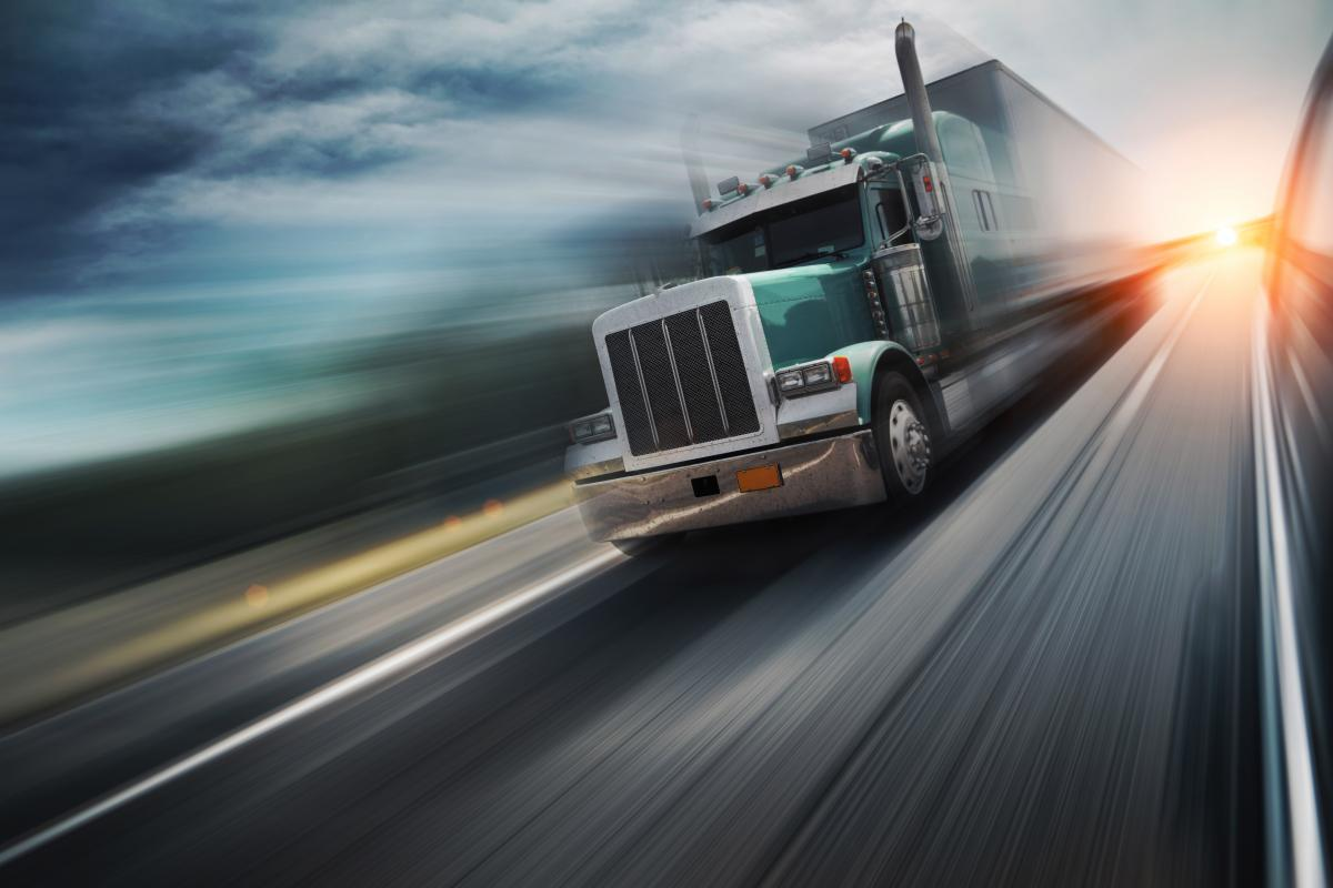 Four Things a Truck Driver Should Do While Driving ...  Truck Driving